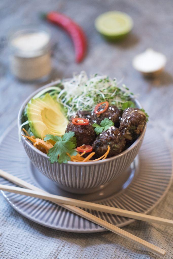 aasialainen lihapullabowl resepti